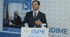 Deputy Prime Minister of Kosovo Hajredin Kuci discusses with the students of the ISPE College the idea of a Balkan Union
